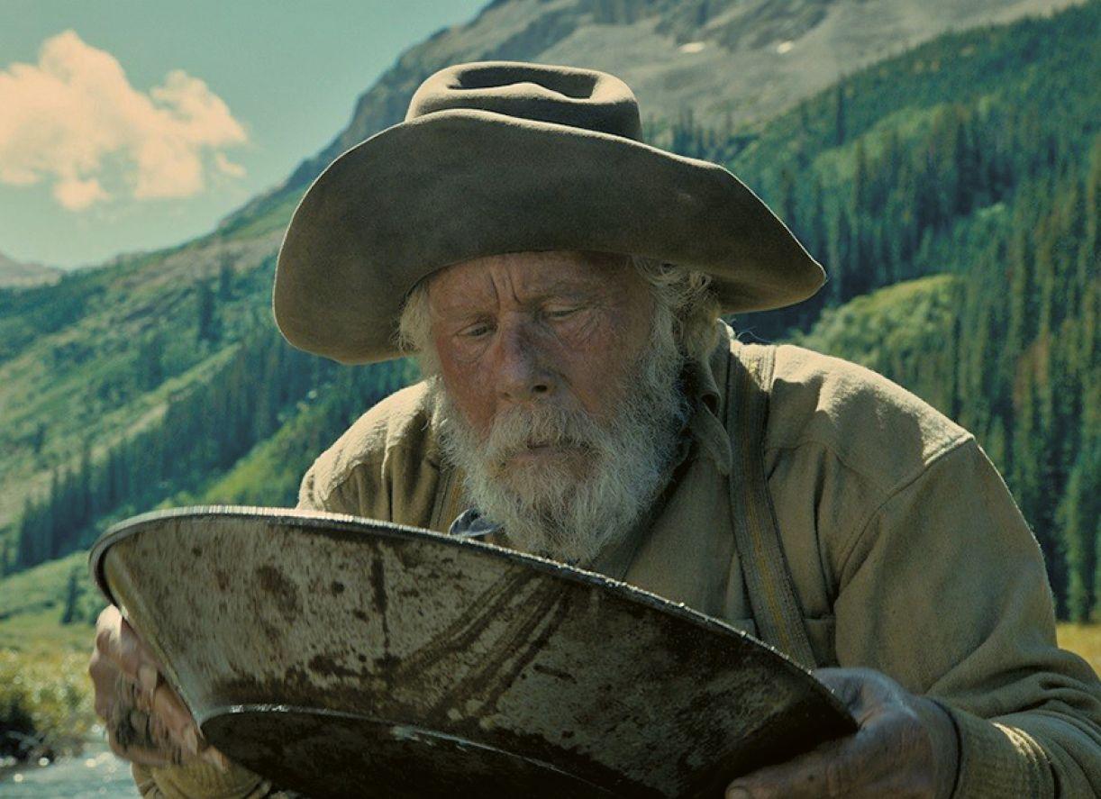 O músico Tom Waits é protagonista de um dos segmentos do filme