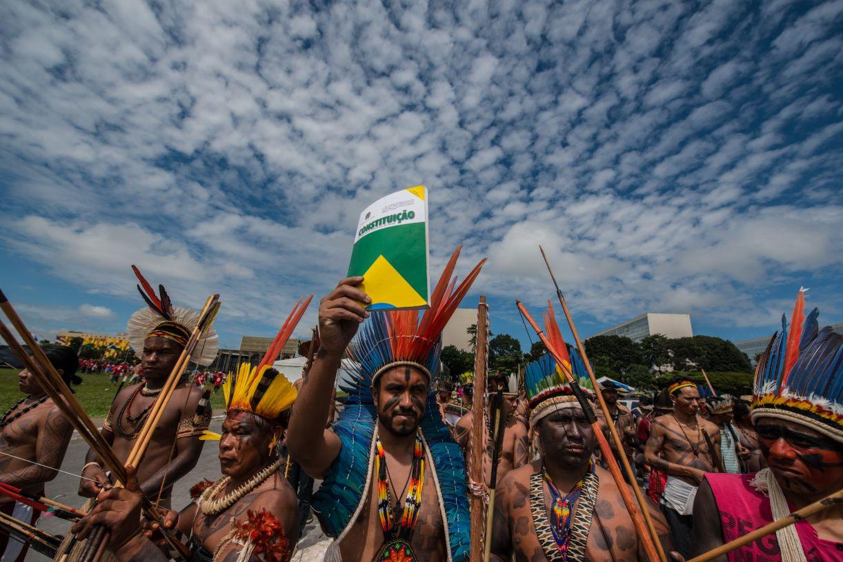 Em protesto em Brasília, indígenas exigem cumprimento de direitos garantidos na Constituição