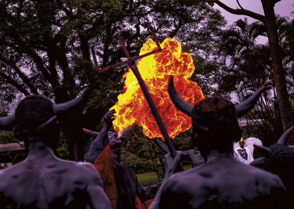 Os cãos x os anjos, tradição carnavalesca do interior da Bahia