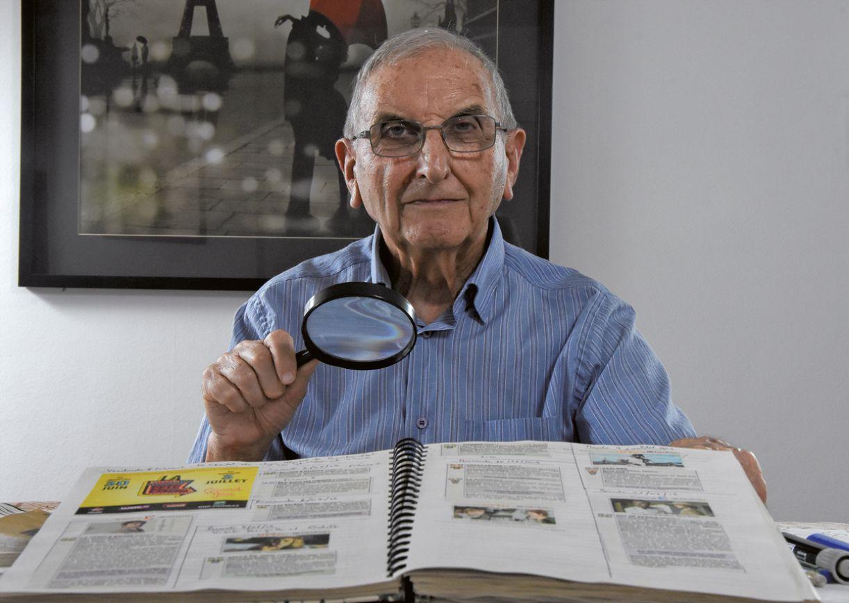 O professor Gérard Leloup registra, em cadernos, todos os filmes a que assiste no cinema