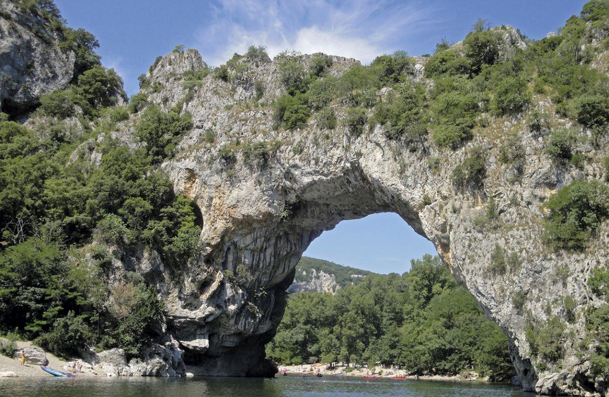 Pont D'Arc, que dá nome à caverna, foi feito pela natureza é o ícone de Ardèche