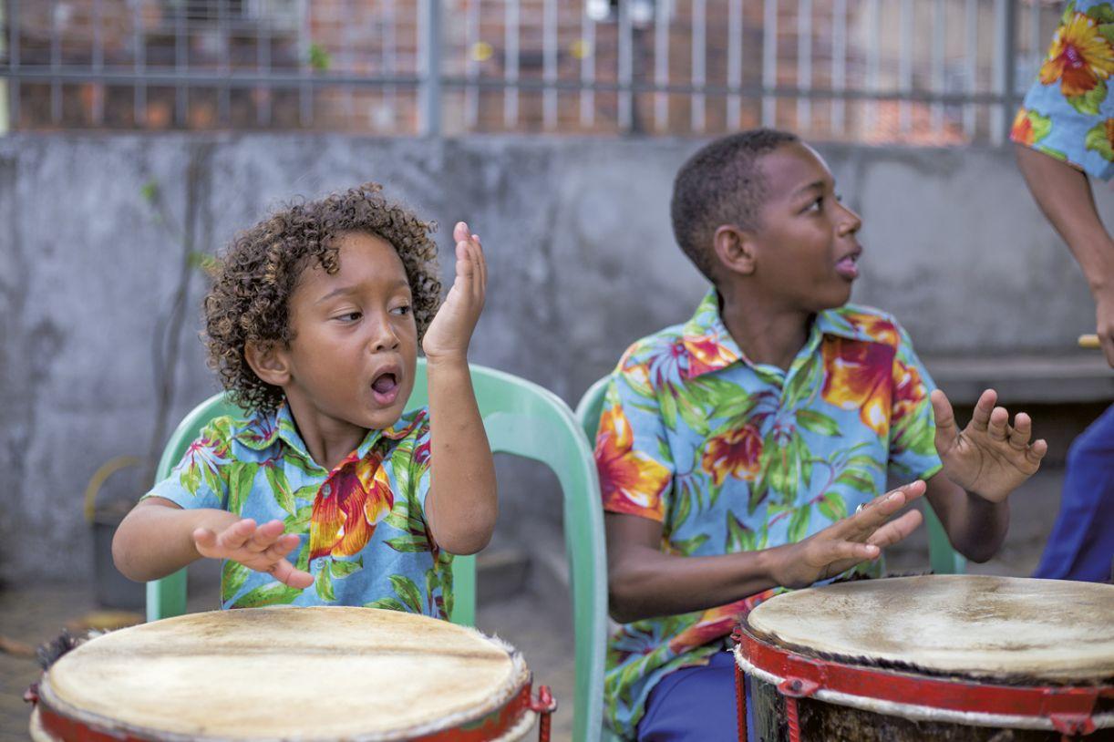 Jean Guilherme, de quatro anos, é percussionista do Coco do Miudinho, da Nação Xambá