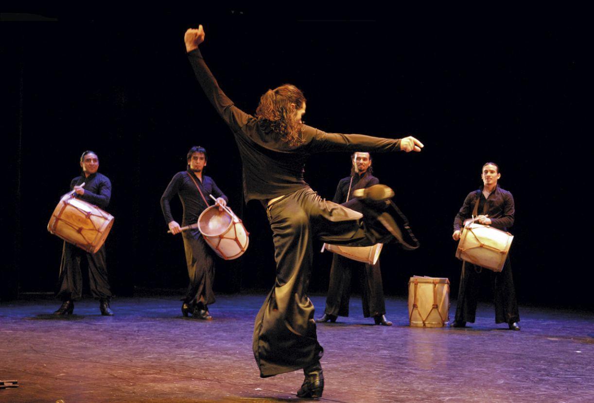 O grupo Tche Malambo, dirigido por Norton do Carmo, trabalha com ritmos típicos do sul do Brasil.