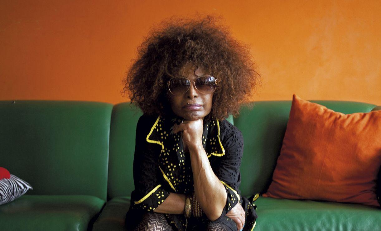 Em elogiado álbum, Elza Soares interpreta letras contundentes