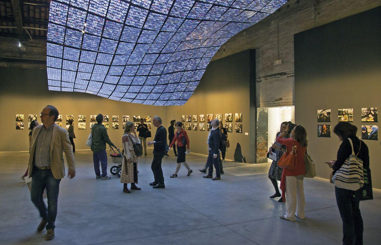 Bienal alterou sua própria data para ajustar-se ao frenético calendário mundial