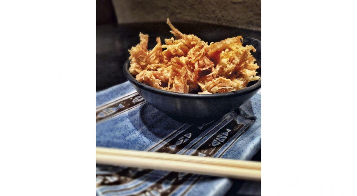 O Tsukidashi é um petisco feito com a cabeça do camarão, usualmente descartado nas cozinhas