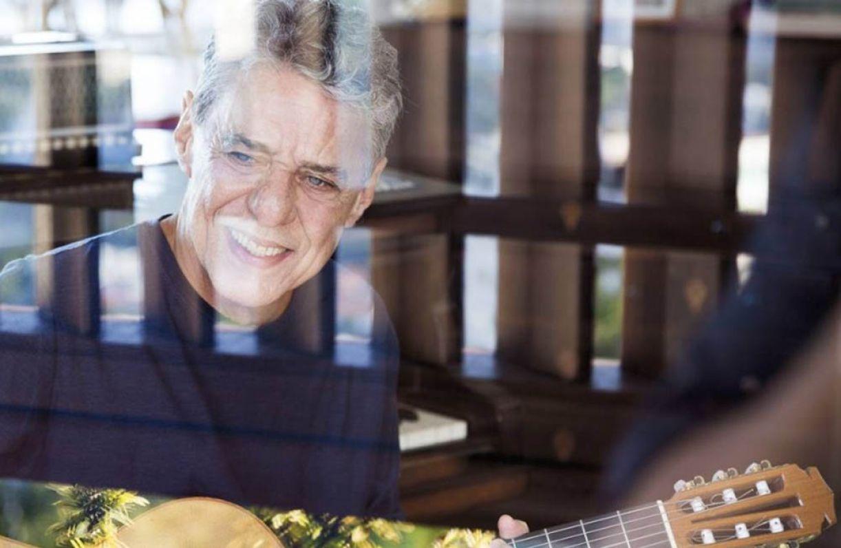 O cantor e compositor Chico Buarque está em seu 23º trabalho de estúdio