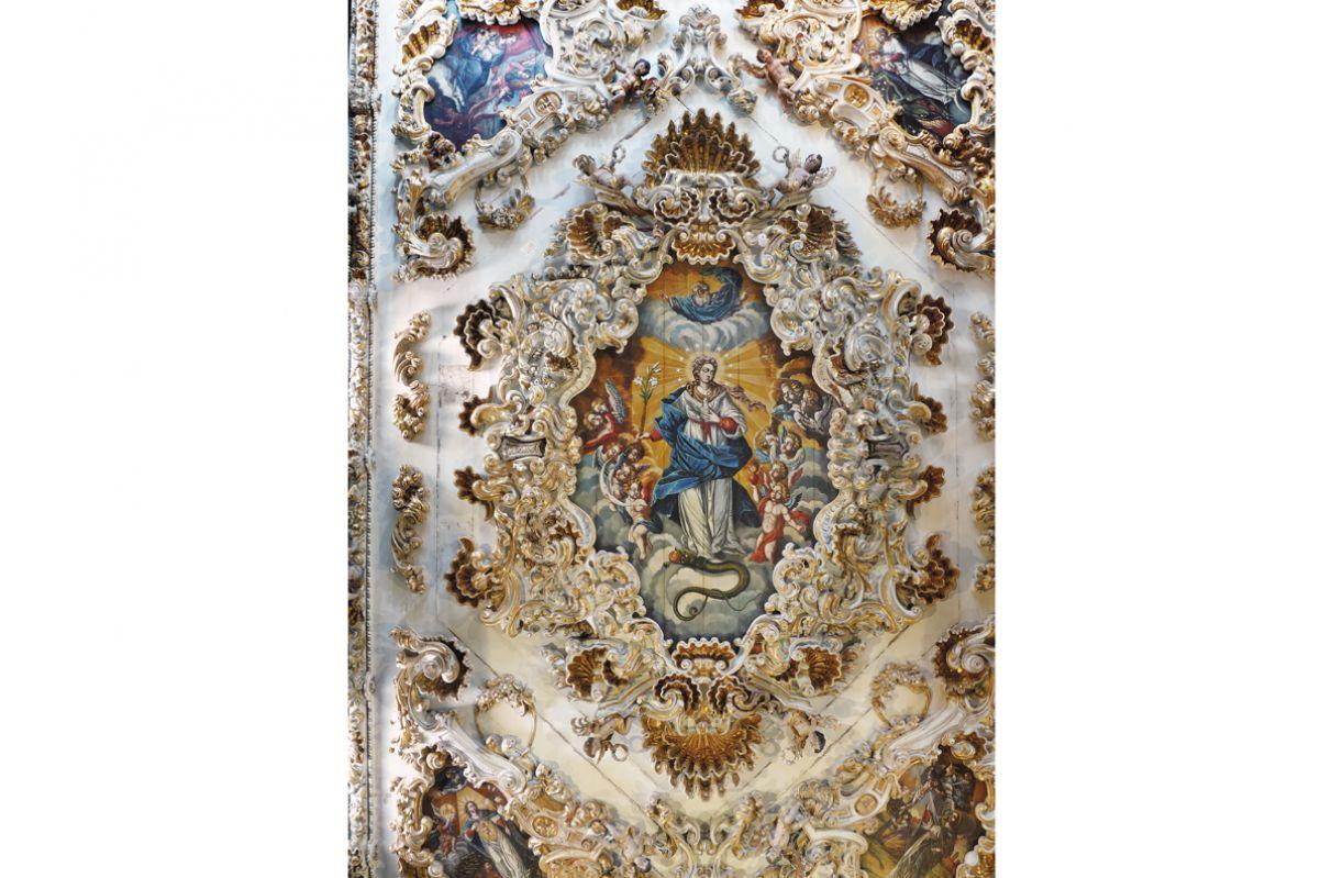 Imagem de Nossa Senhora da Conceição no teto da igreja