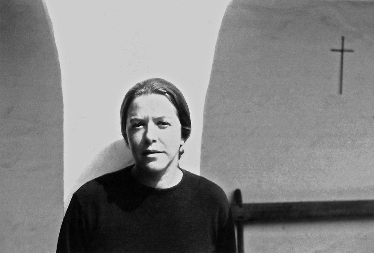 Em suas obras de escárnio, Hilda Hilst aponta para o estudo que empreendeu da tradição erótica