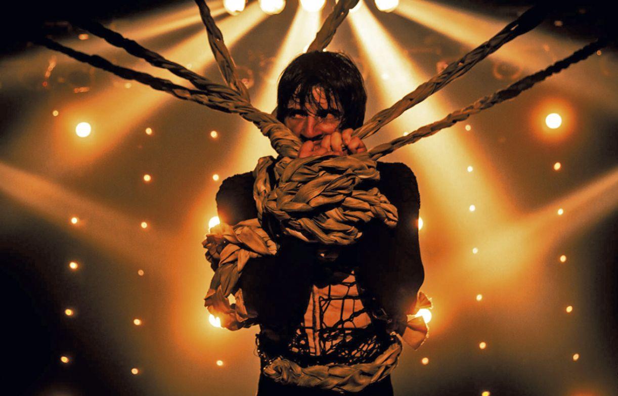 Bailarino Dielson  Pessoa viajará o país com o espetáculo solo 'O silêncio e o caos'