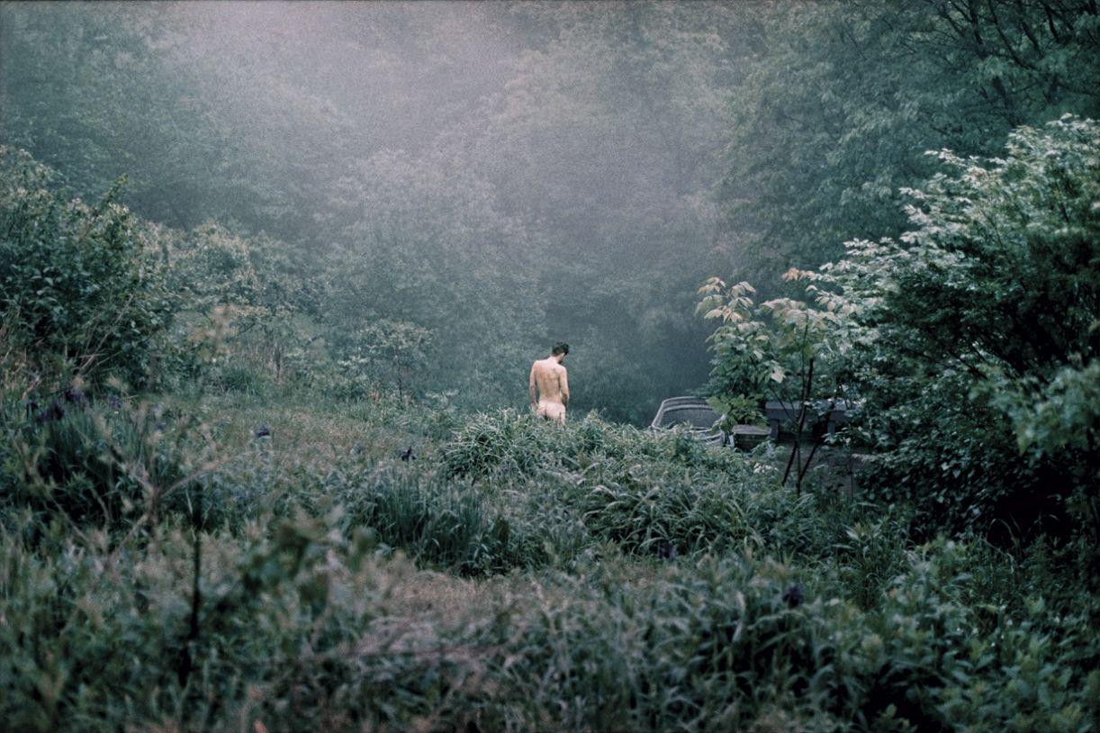 Imagem de Gui Mohallem da série 'Welcome home' (2012), pigmento mineral sobre papel algodão, 110 x 160 cm