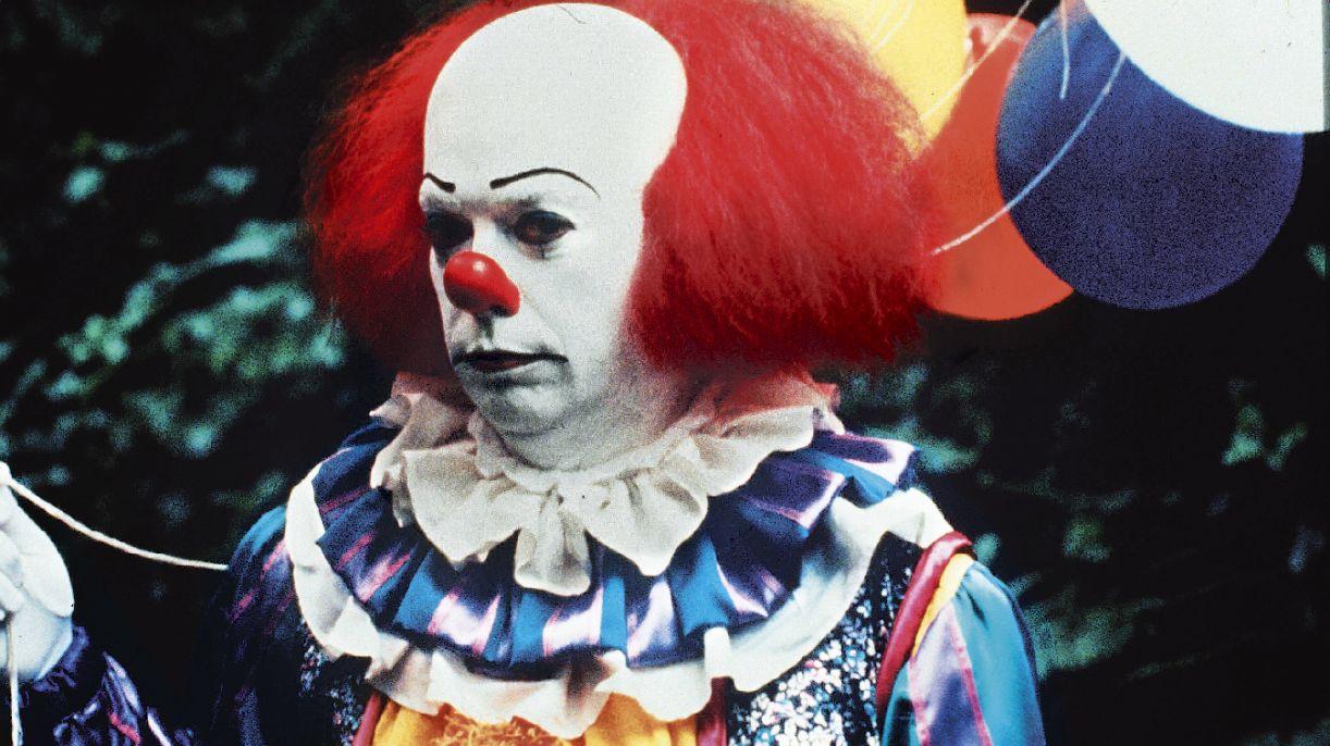 Baseado em obra de Stephen King, telefilme 'It' traz à cena a maldade sob a máscara do riso