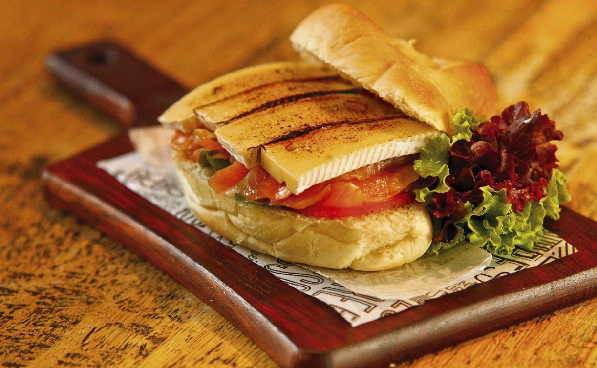 Sanduíches ganharam ingredientes requintados no cardápio do Barchef, como salmão e queijo brie