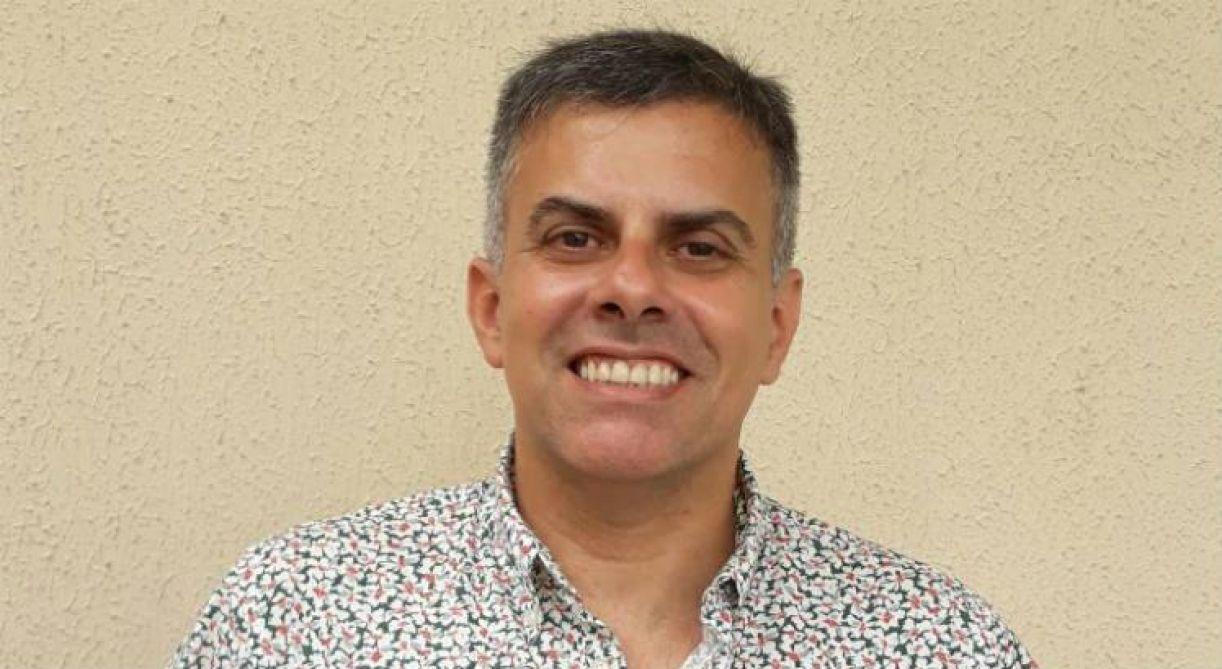 O jornalista e roteirista Cleodon Coelho lança livro na sede da OAB, no Recife