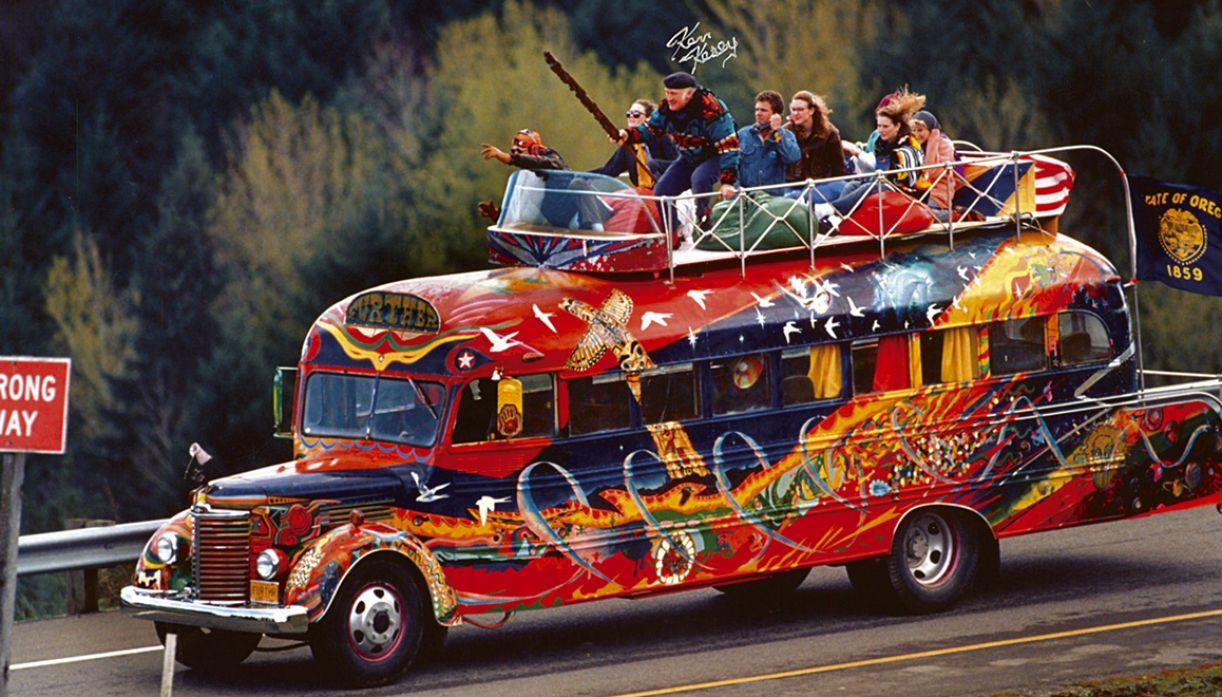 Viagem no antigo ônibus escolar partiu da Califórnia