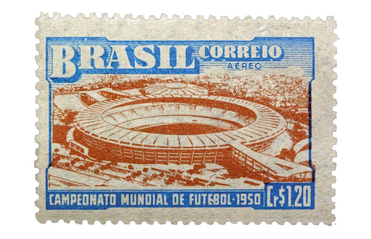 O Estádio Jornalista Mário Filho (Maracanã) estampa o selo mais famoso da Copa do Mundo de 1950