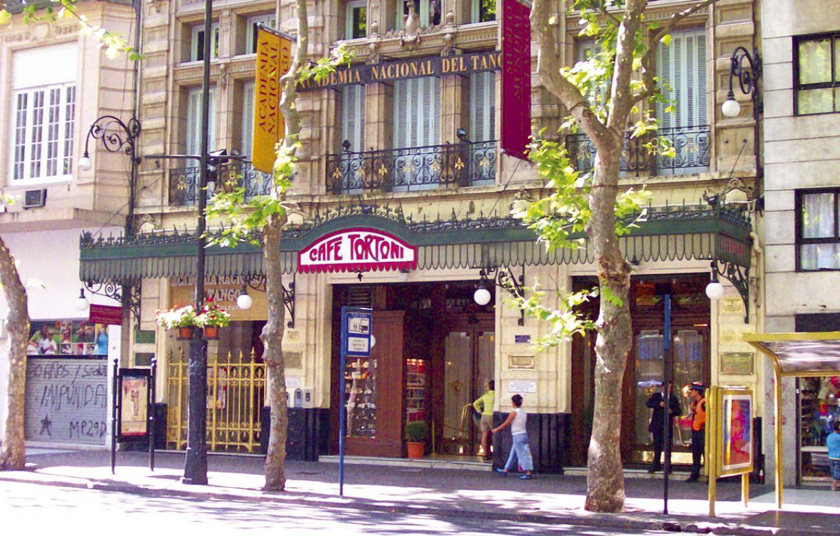 Café Tortoni, o mais antigo da cidade