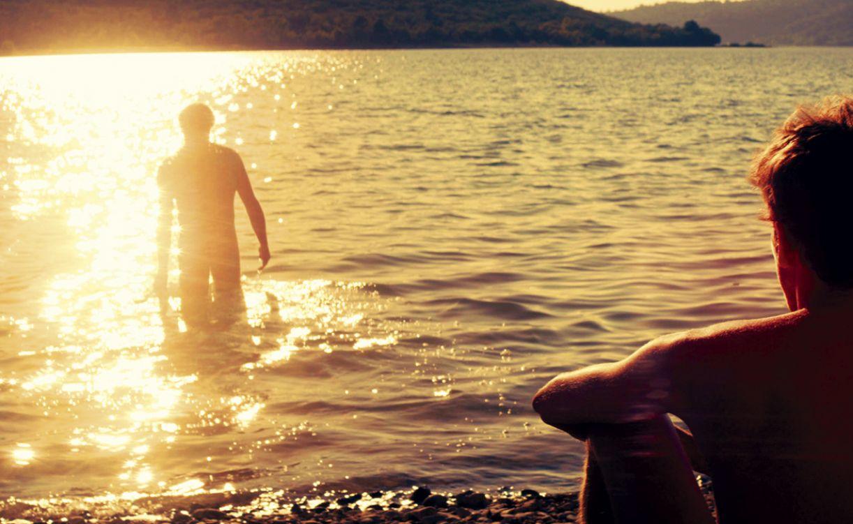'Um estranho no lago', de Alain Guiraudie, aproxima erotismo e morte