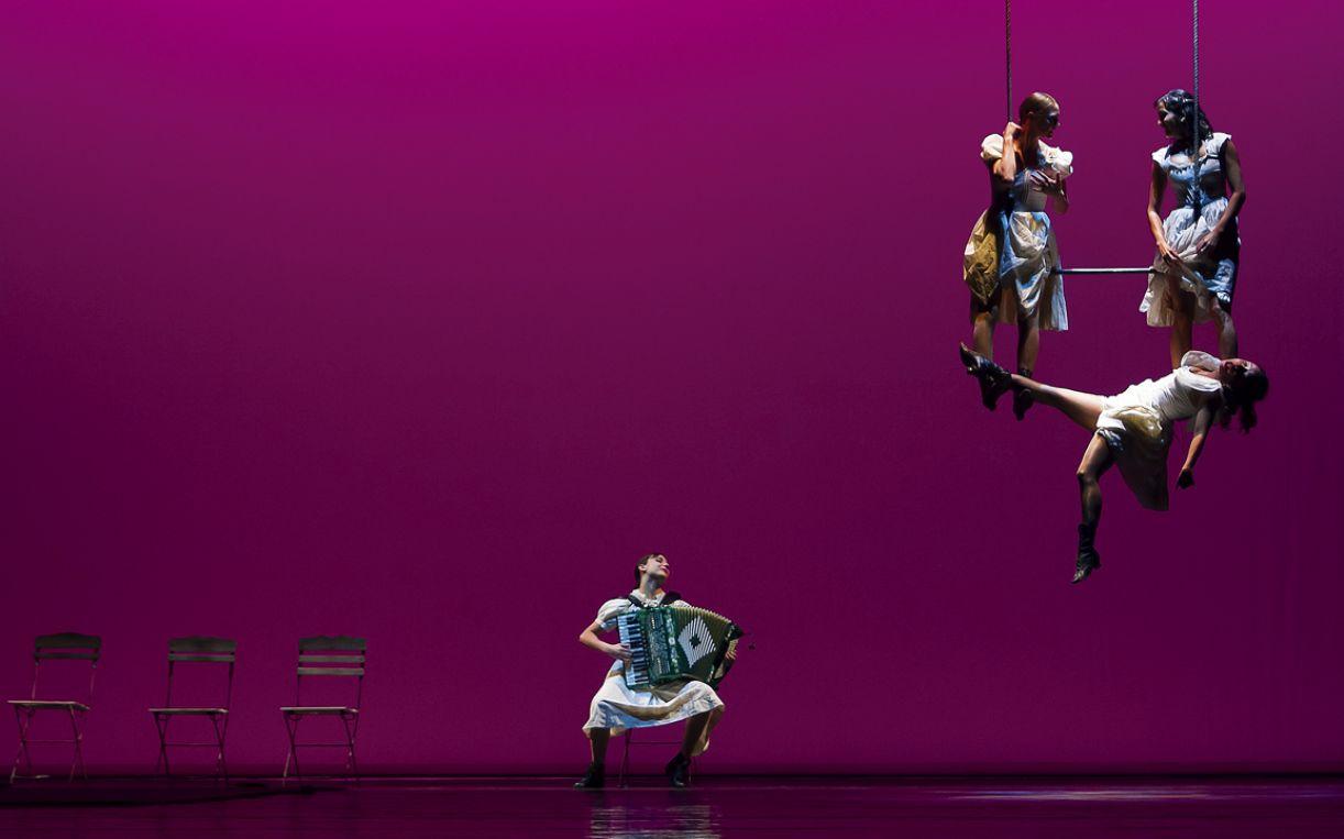 Trabalho de Guto Muniz para a peça 'Donka - uma carta a Tchekhov', da Companhia Finzi Pasca