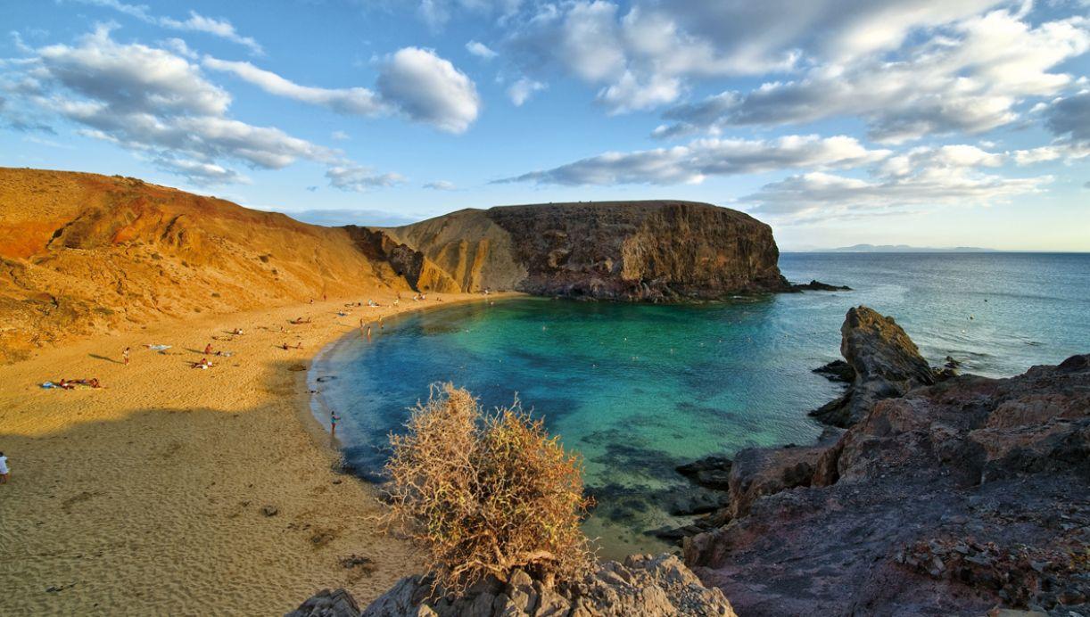 Território espanhol, Lanzarote tem 850 km², sendo dividida em sete municípios. O turismo é sua maior fonte de renda