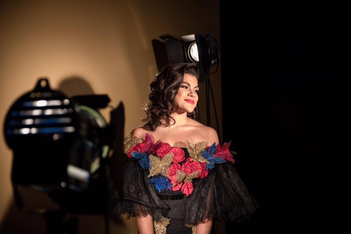 A cantora e atriz Isadora Melo em Dorinha