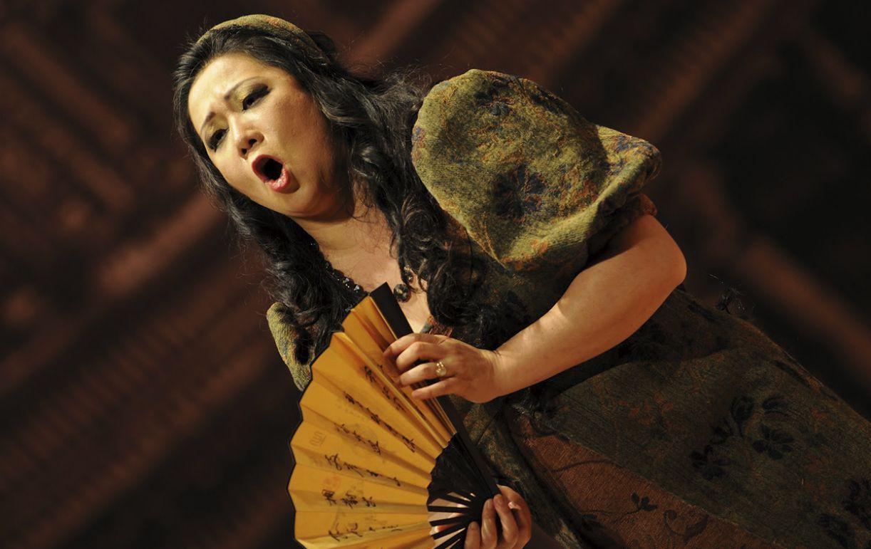 Soprano Eiko Senda apresenta-se na noite de abertura