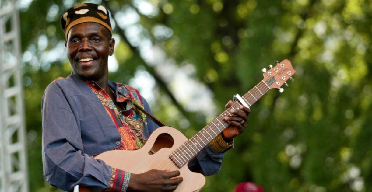 Oliver Mtukudzi, cantor e compositor do Zimbábue, faleceu em março deste ano