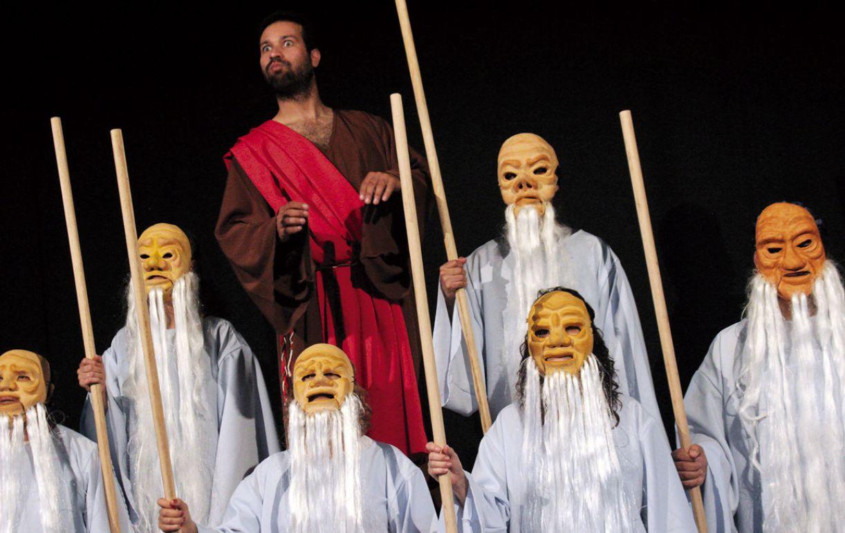 'A lenda do Santo Fujão' comemora os 45 anos da trupe