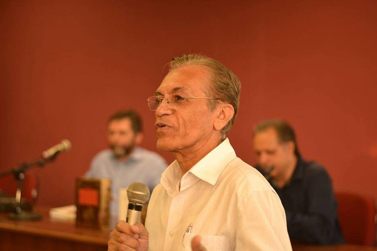 Lourival Holanda é também membro da Academia Pernambucana de Letras (APL) e diretor da Editora UFPE