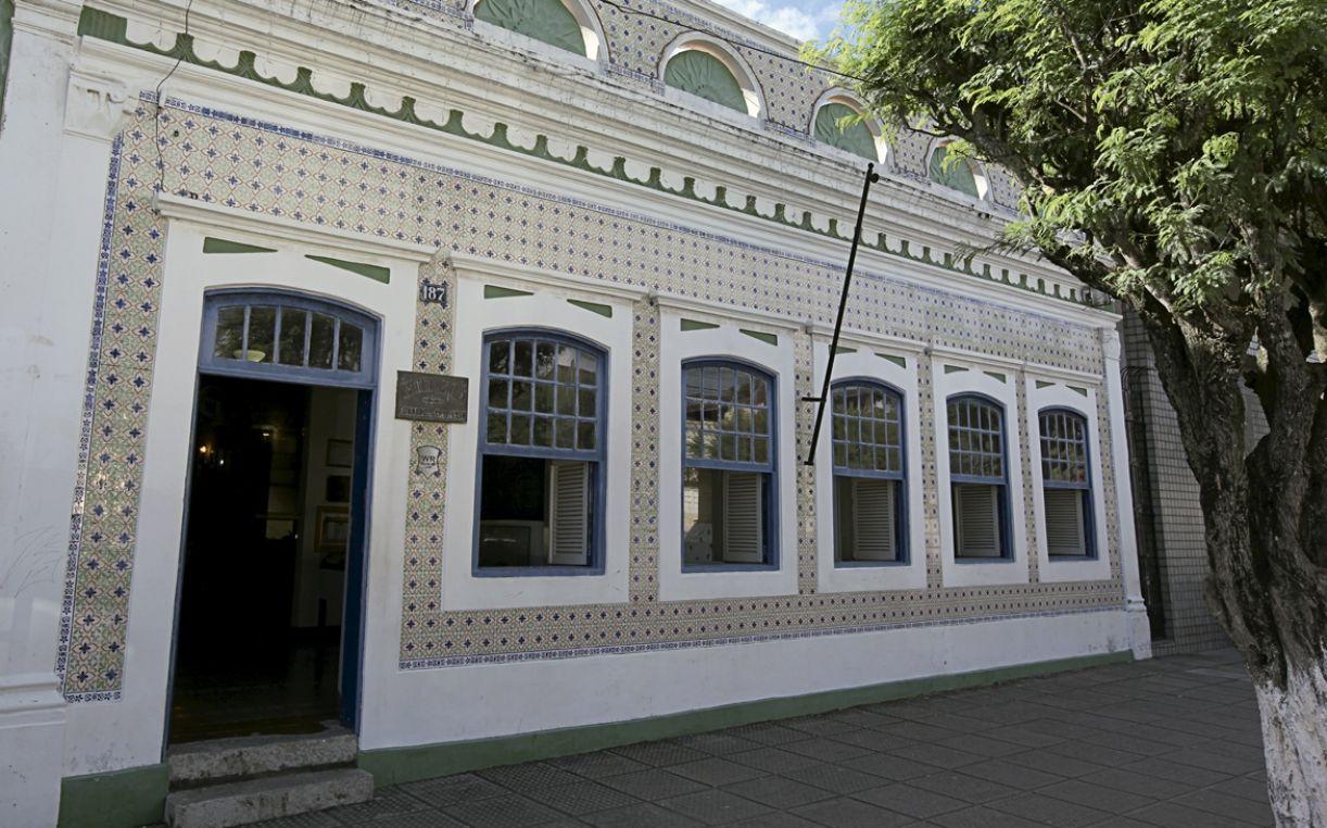 Sobrado se destaca com sua azulejaria portuguesa