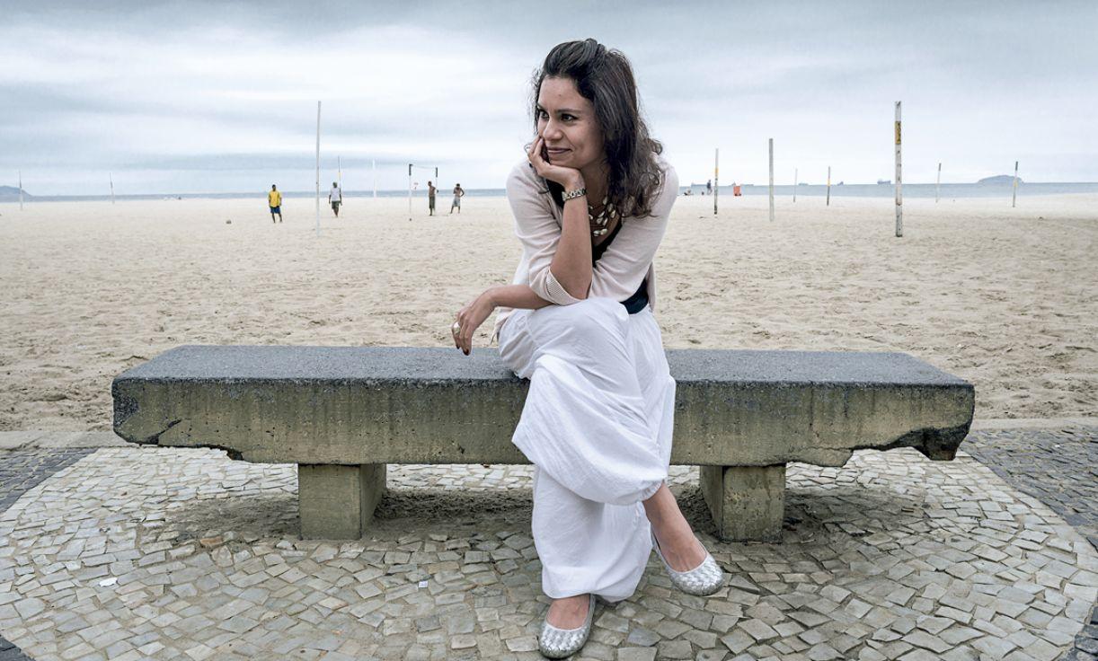 Filme com a escritora chilena Carla Saavedra foi realizado a partir de seu livro 'Flores azuis', no Rio de Janeiro e em Berlim