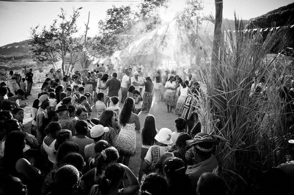 Roda de samba na comunidade de Mundo Novo, em Buíque (PE), fonte de pesquisa do fotógrafo (2014)