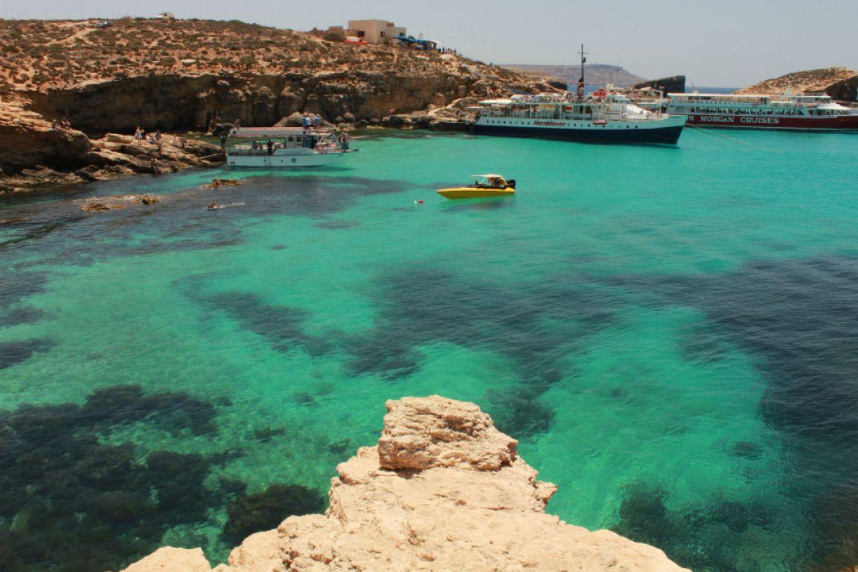 Embarcações fazem o trajeto até Comino, onde fica a Lagoa Azul