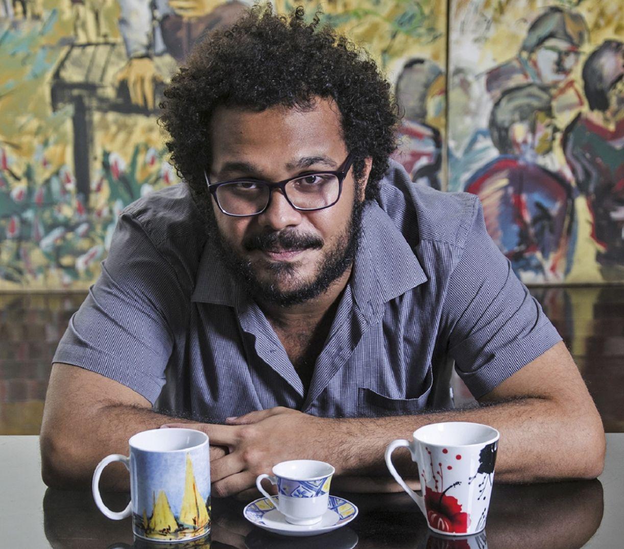 Fred Caju, poeta, editor, artesão do livro e livreiro nômade