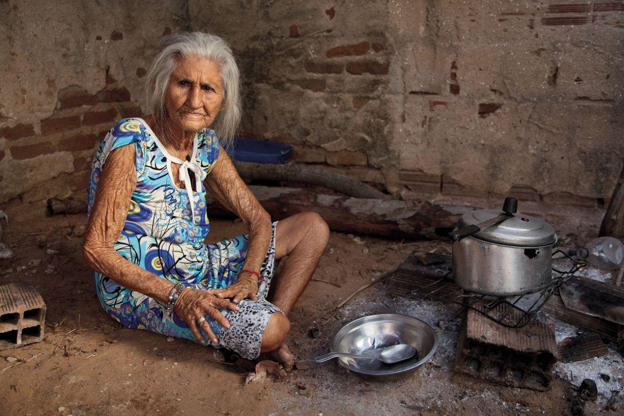 Aos 95 anos, Amélia Targino lidera os ciganos de Apudi (RN)