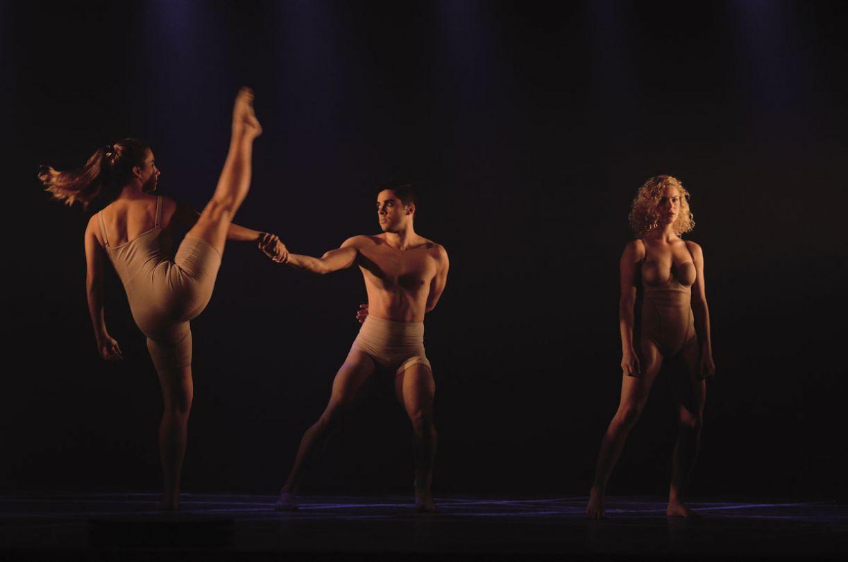 Montagem do Vias da Dança, 'In vitro' questiona os padrões de beleza