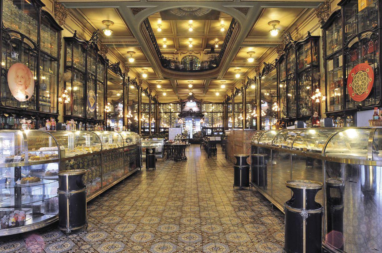 O salão do Colombo é um dos mais representativos exemplares da belle époque brasileira e da arquitetura art nouveau