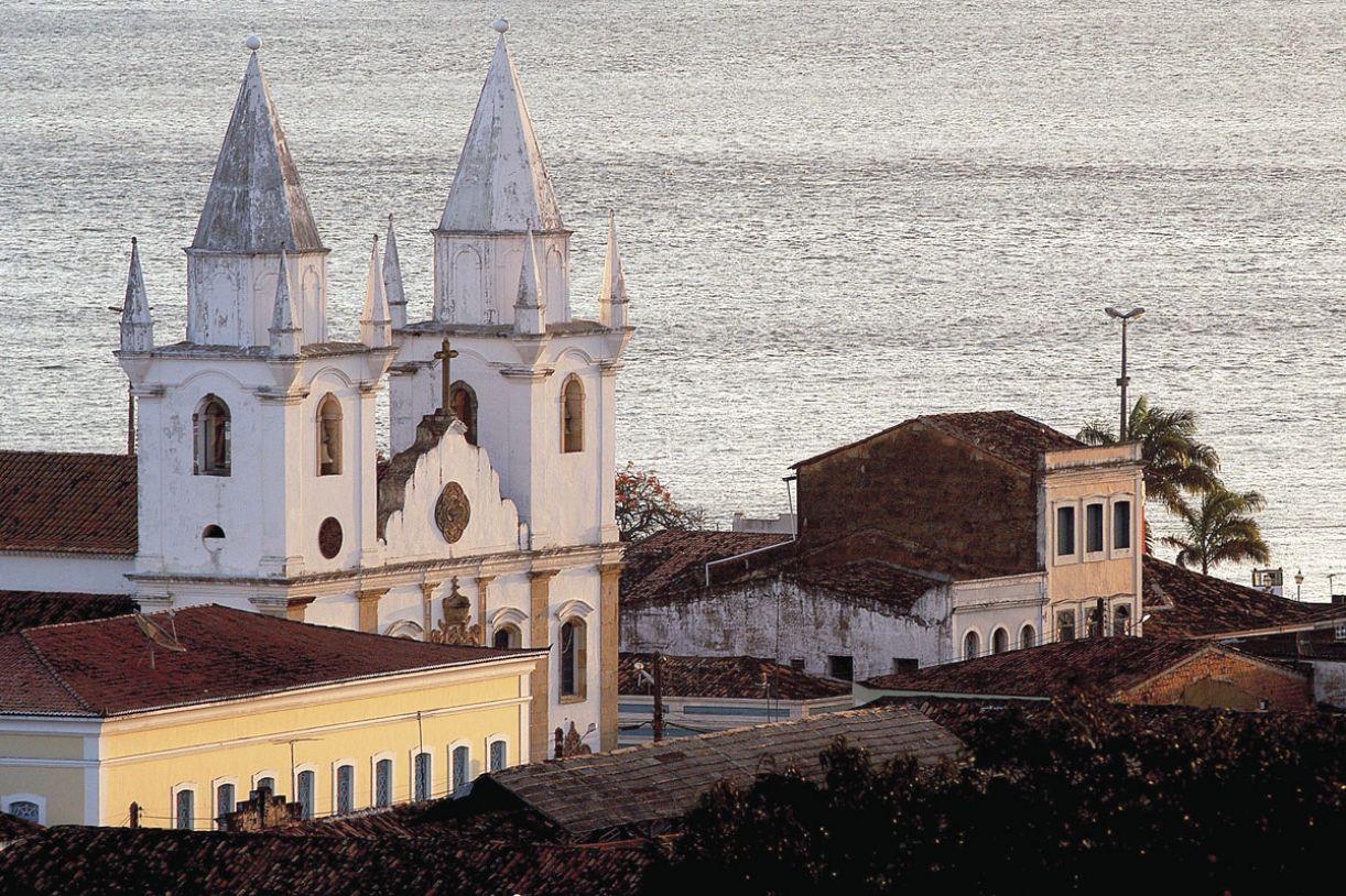 Igreja de São Gonçalo foi edificada em 1758, com fachada em pedra calcária. Suas torres e decoração são do século 19