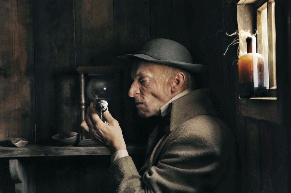 Primorosa direção de arte é destaque no filme 'Fausto'