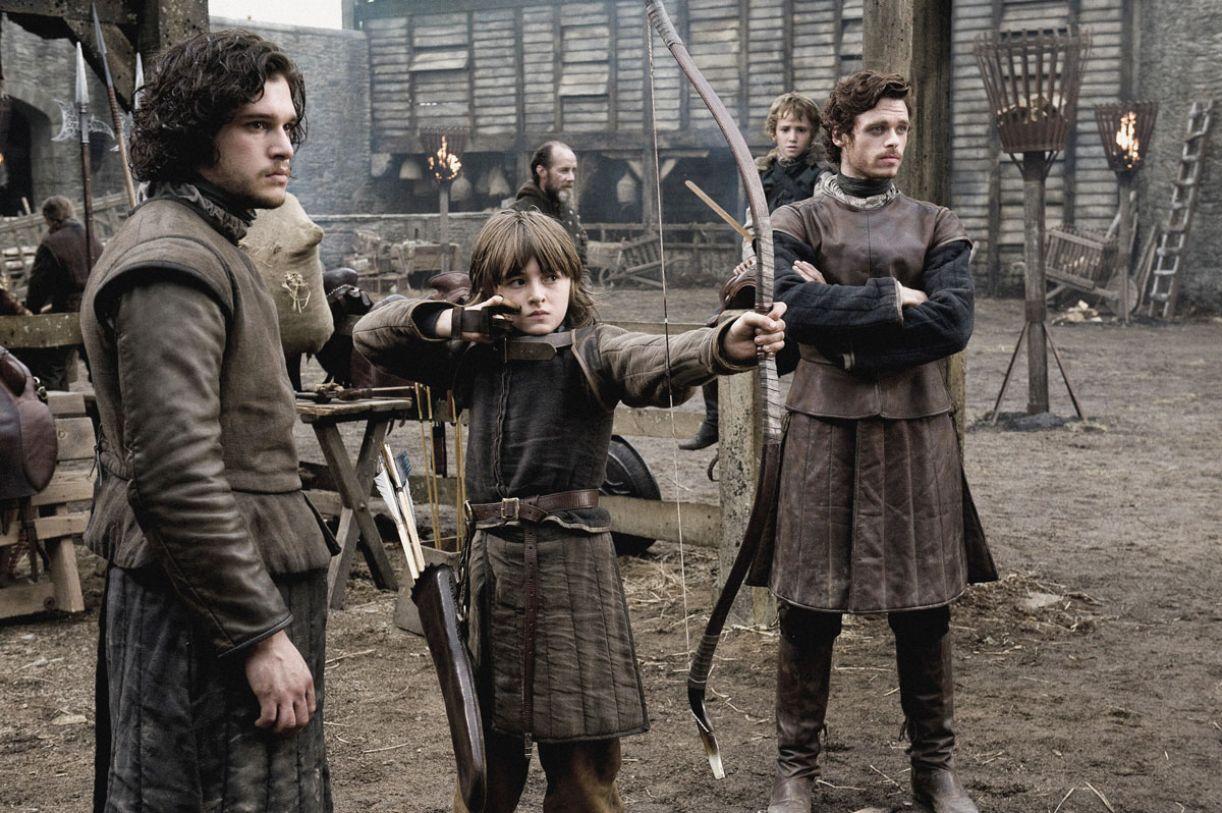 'Game of thrones' vem sendo filmada em cenários naturais e conta com numeroso elenco