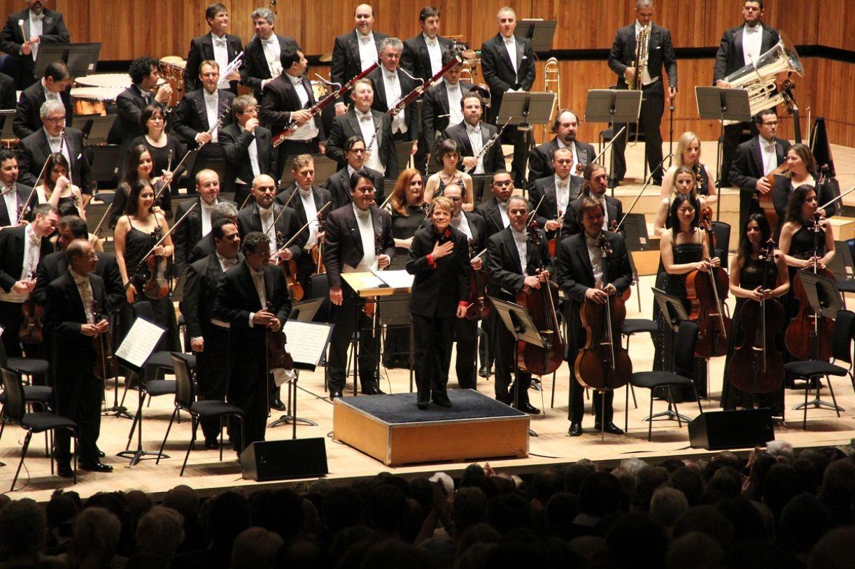 Sob sua batuta, a Orquestra Sinfônica do Estado de São Paulo (Osesp) estreou no 'Royal Festival Hall de Londres'