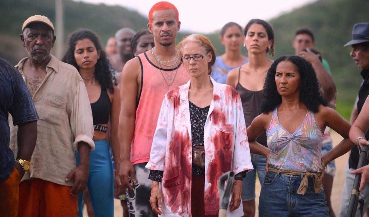 Elenco conta com Sônia Braga (ao centro), que foi protagonista de 'Aquarius'