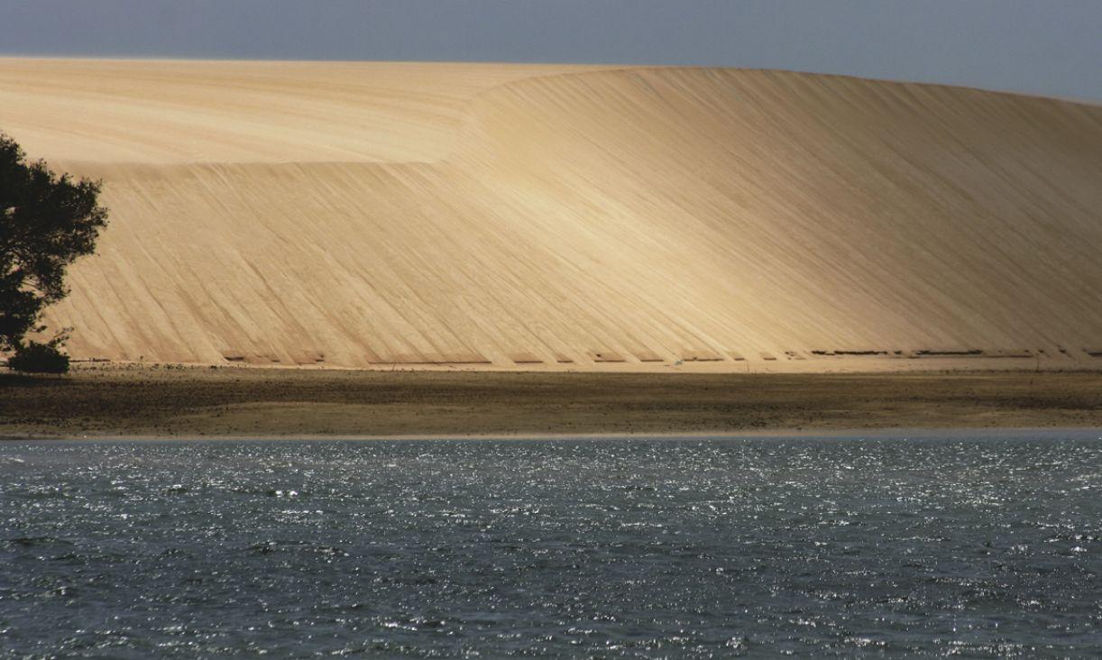 A 160 km de Natal, Galinhos caracteriza-se como uma praia com elementos naturais de cerrado e caatinga