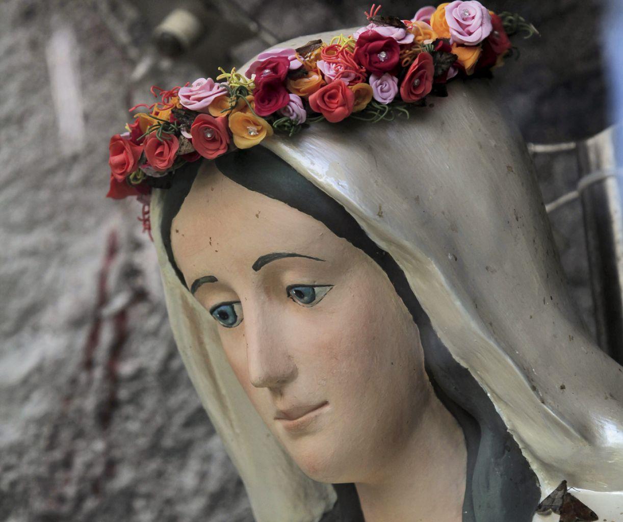 Em 1936, Nossa Senhora das Graças teria aparecido para duas crianças