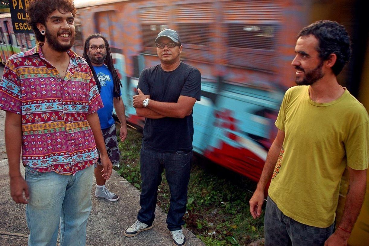 A banda já havia trabalhado com o fotógrafo Augusto Pessoa, em 2004