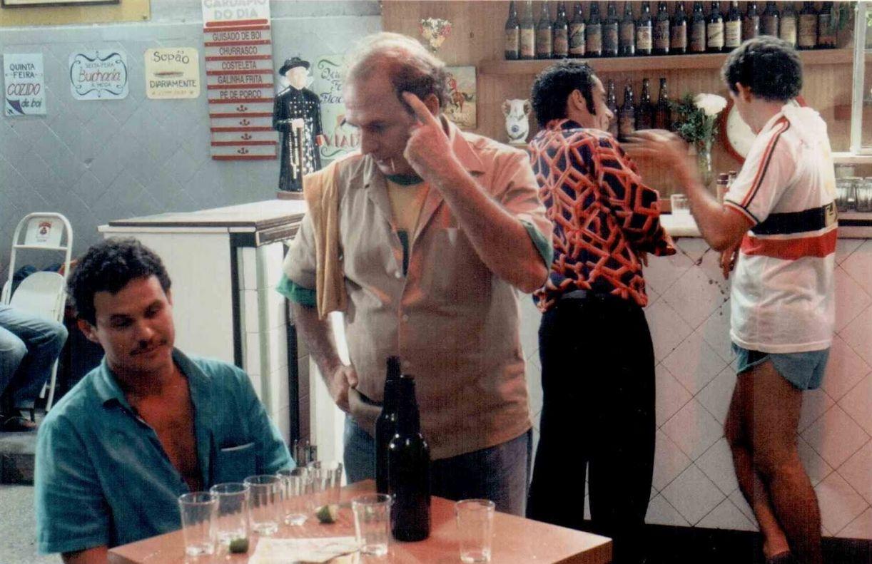 Cenas do curta 'Cachaça' (1995), de Adelina Pontual