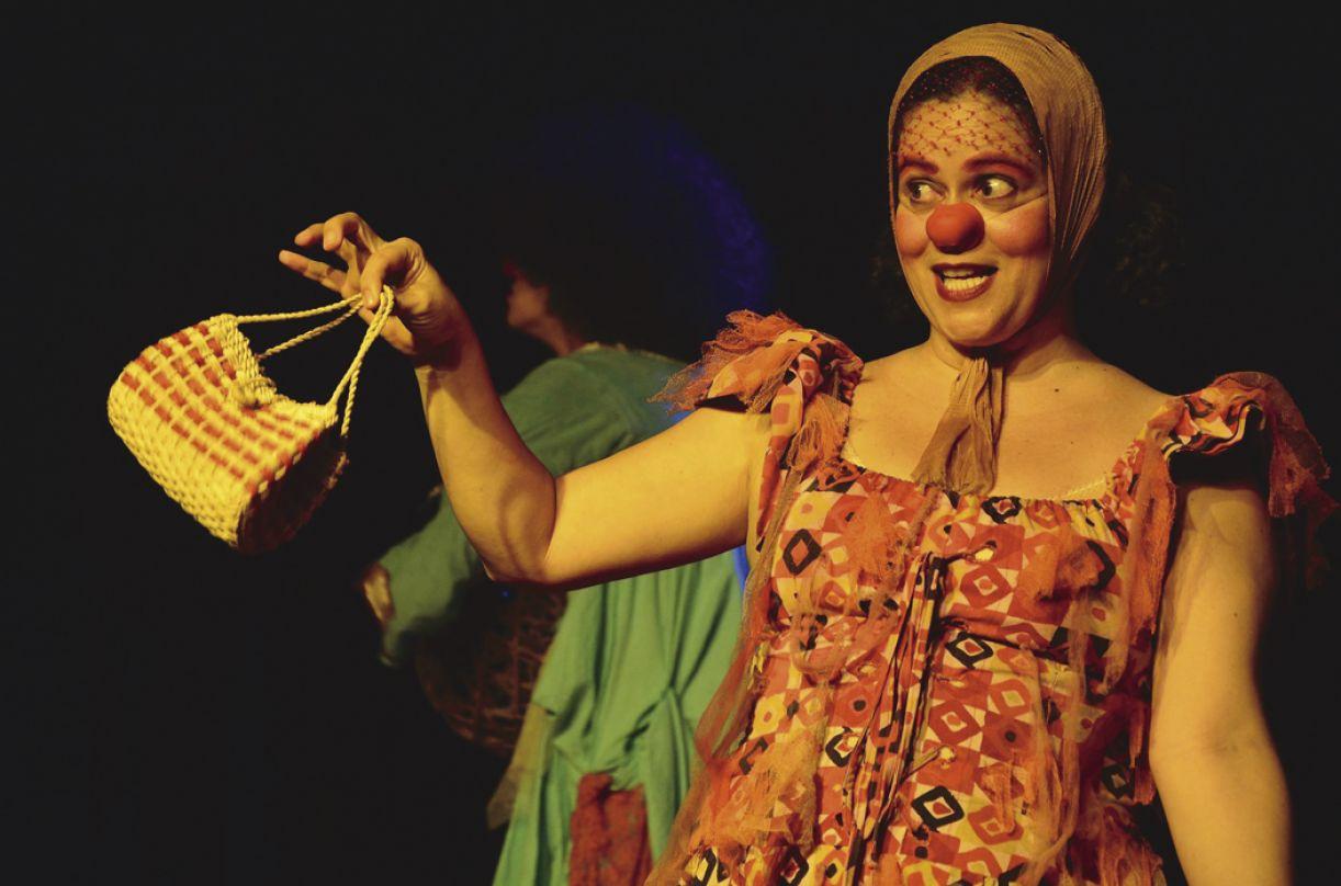 A atriz Lívia Falcão, em parceria com Fabiana Pirro, movimenta a cena local, produzindo espetáculos