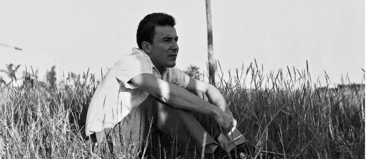 João Gilberto, na praia de Ipanema, em 1959
