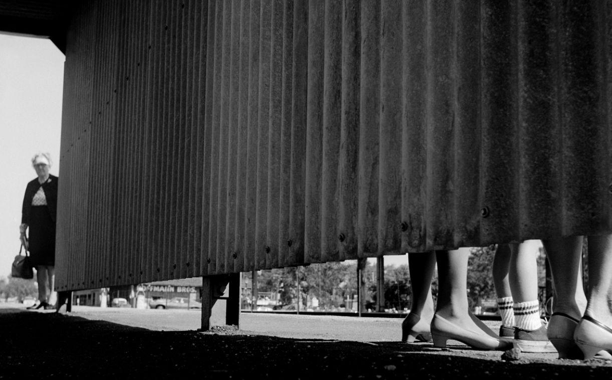 Com ângulos inusitados, Maier registrava o cotidiano de Chicago