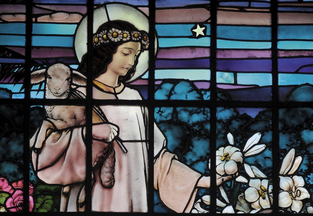 O artista alemão Heinrich Moser foi o responsável pelos vitrais da Matriz de N. S. das Graças